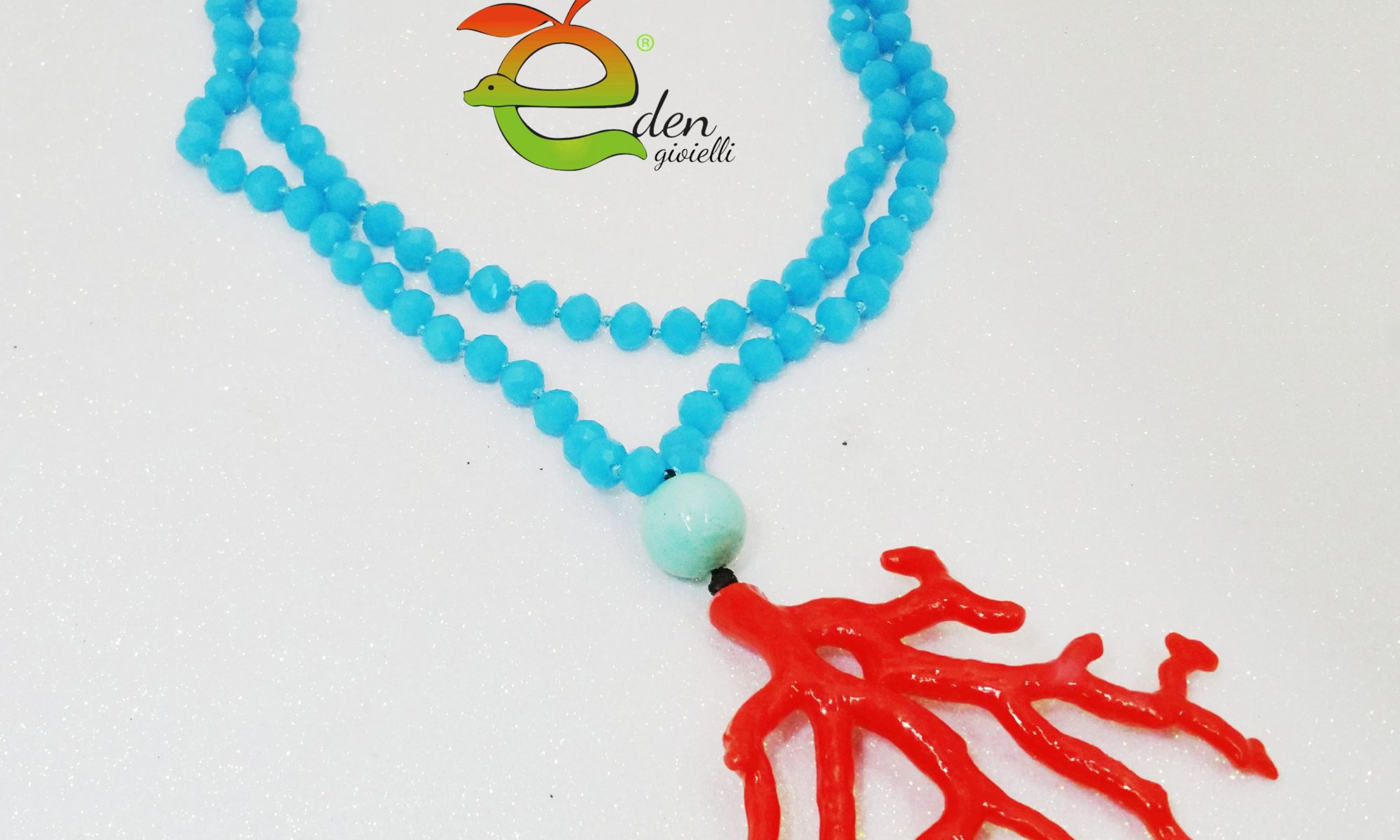 Collana lunga di cristalli azzurri